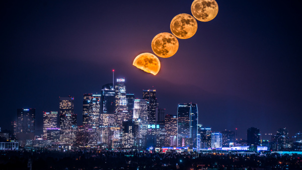 Pleine Lune Downtown - USA by Serge Ramelli
