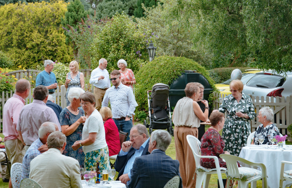 Garden partyMr PerrinsMom's 70th all files 20194993 x 3224Garden party - Events - Stephen Kelvin Hope Photogrpahy