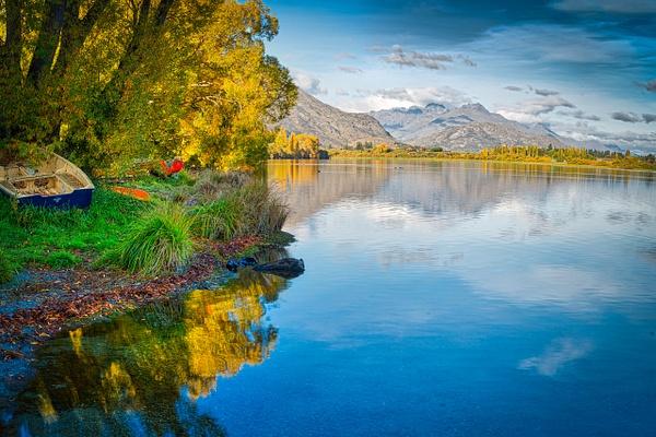 Fall on the lake - New Zealand - Kirit Vora Photography
