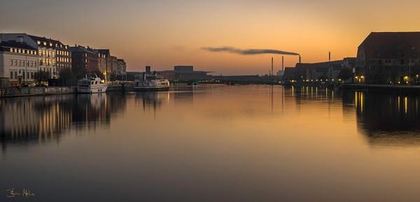2 waterfronts in the morning - Copenhagen City, denmark