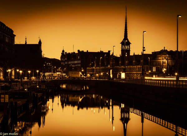 børsen morgen rød sol lys - Copenhagen City, denmark
