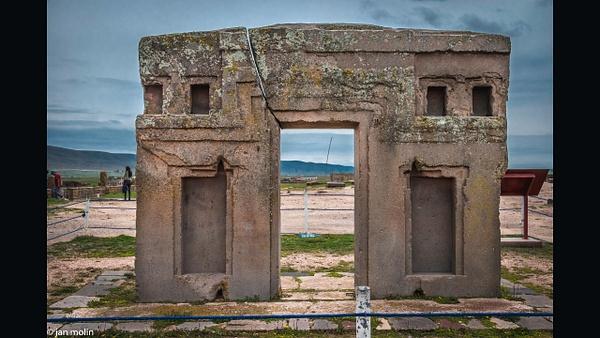 Crac in the sungate 16-9 - Bolivia uyumi saltlake, la paz, madidi and Tiwanaku