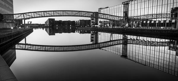 bw bridge db reflextion - Black and white photography