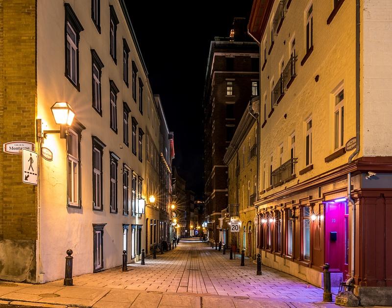 Old Quebec city - Empty street 01