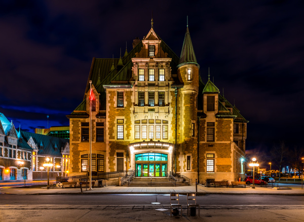 A walk at night in ... Quebec City by Luc Jean by Luc...