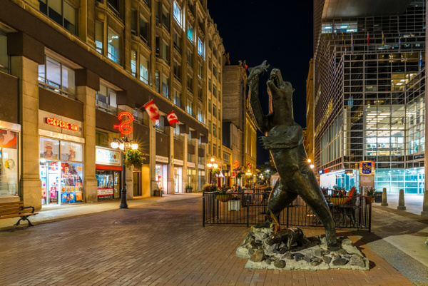 Grizzly Bear statue on Sparks Street by Luc Jean