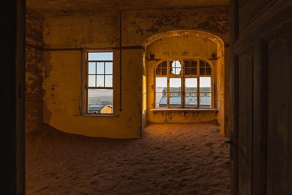 Kolmanskop by Andreas Maier