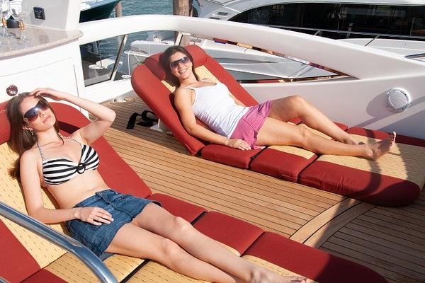 55 ovation girls 132 - Boating - Jim Krueger Photography
