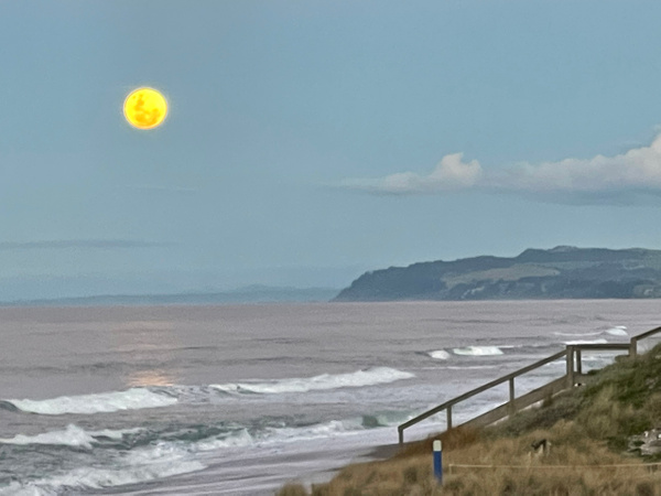 Moon rise over Pukehina - NZ Scenery - Graham Reichardt Photography