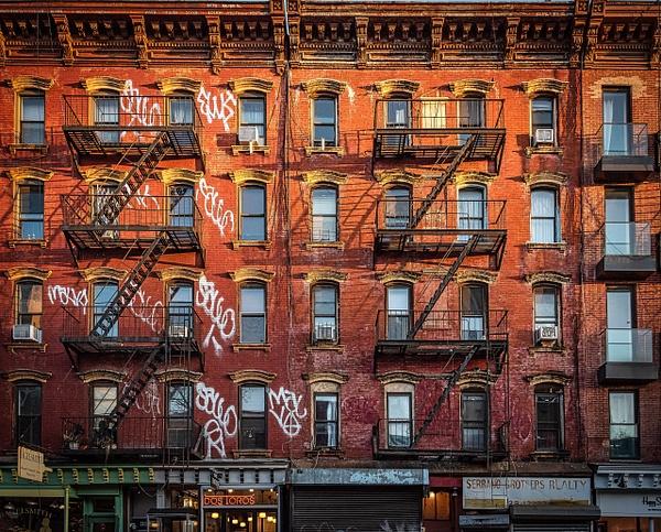 2018_001 - Facade - New York by ALEJANDRO DEMBO