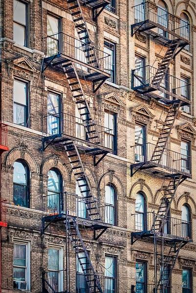 2019_076 - Facade - New York by ALEJANDRO DEMBO