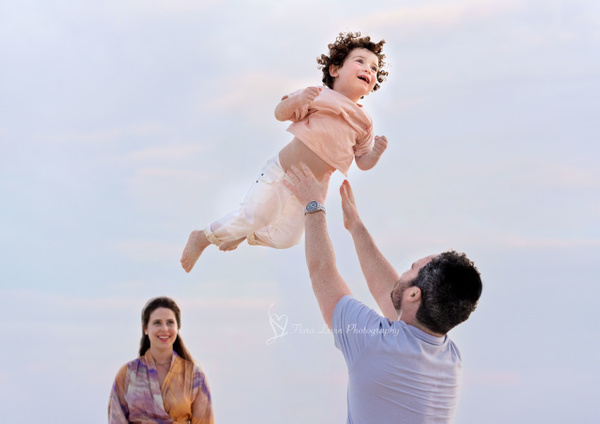 Family Beach Session - Lifestyle - Flora Levin Photography