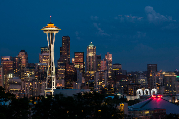 Seattle: City skyline at dusk from Kerry Park (Queen Anne Hill) - Spotlight: Seattle - Jonathan C. Watson Photography