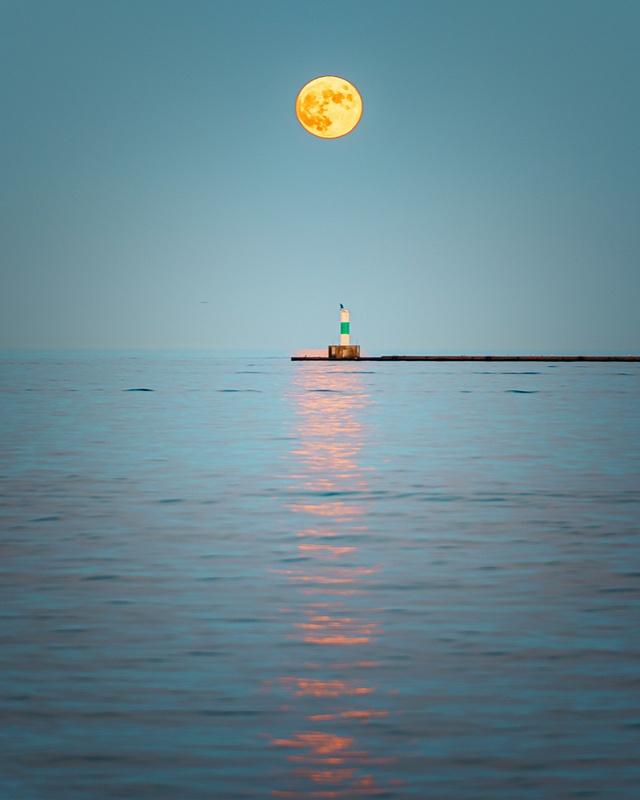 Moonrise Milwaukee 2