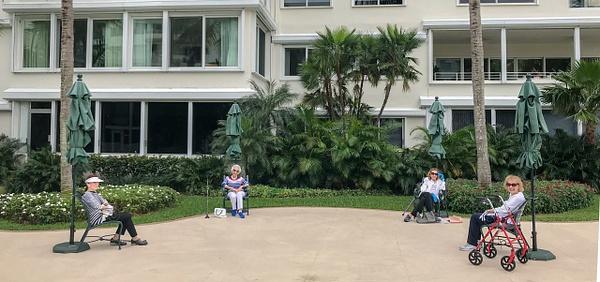 Social Distancing, Florida - People - Jack Kleinman Photography