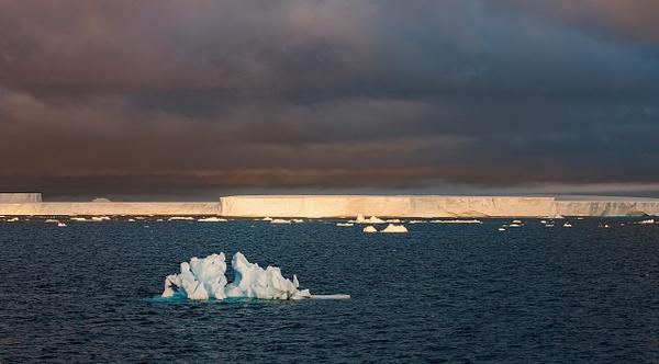 6 - Antarctic Sound (3) - ANTARCTICA  - January 2010 - François Scheffen Photography