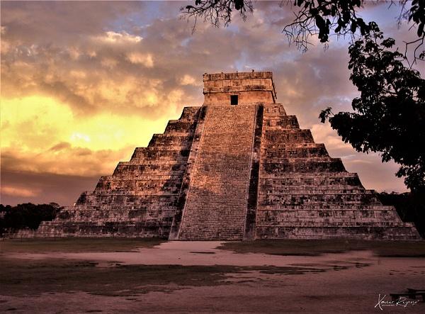 El Castillo Yucatan - Mexico - ImageN8