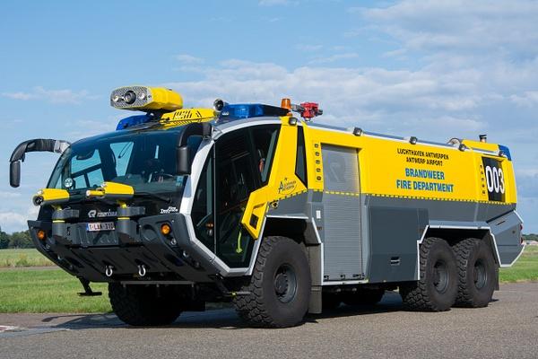 Crashtender Antwerpen Airport - Emergency Vehicles - Michel Voogd Photography