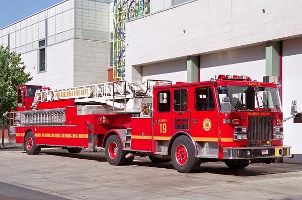 Ladder Philadelphia - Emergency Vehicles - Michel Voogd Photography