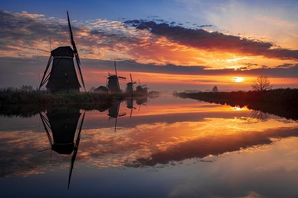 Kinderdijk windmill sunrise - Landscape - Michel Voogd Photography