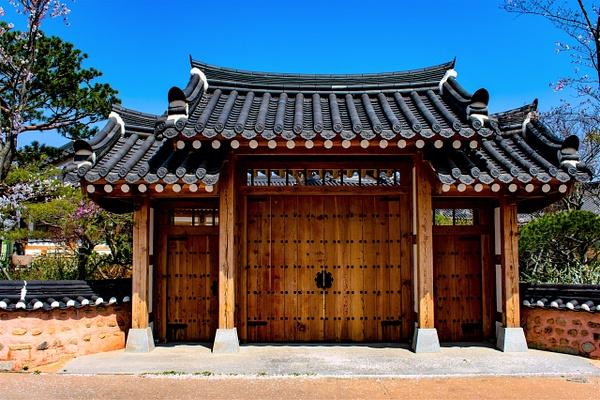 Traditional Korean Doors - Architecture - Nicola Lubbock Photography