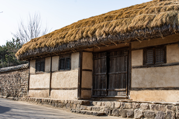 Traditional thatched Korean home. - Architecture - Nicola Lubbock Photography