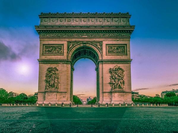 L'Arc de Triomphe avec un lever du jour sur La Défense - Home - Theo Castillon Photographie