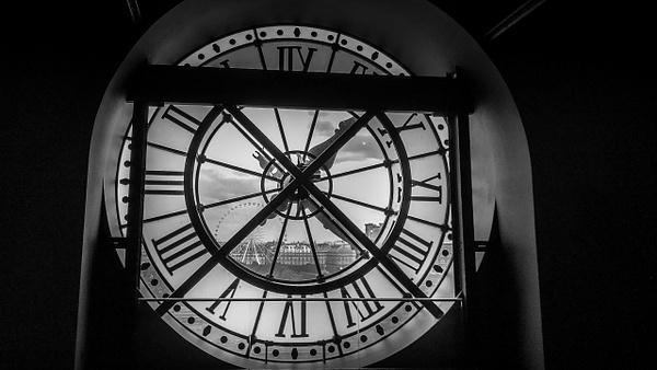 L'horloge du Musée d'Orsay - noir-et-blanc
