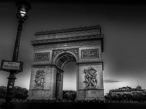 L'Arc de Triomphe en noir et blanc - noir-et-blanc