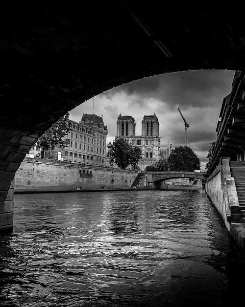 Notre Dame de Paris en noir et blanc - noir-et-blanc