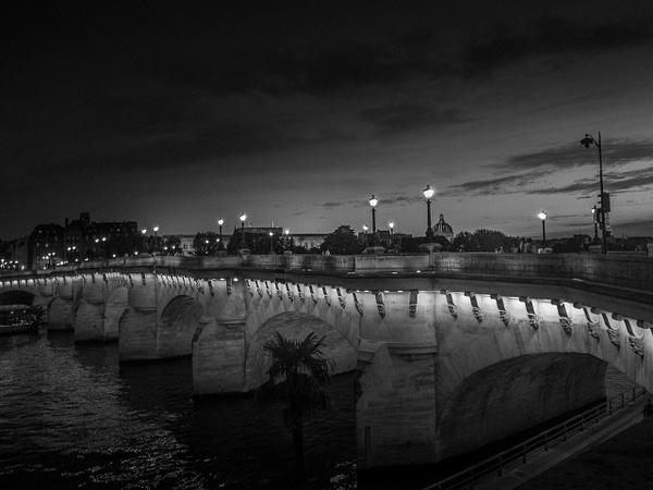 Nuit noire sur le Pont Neuf - noir-et-blanc