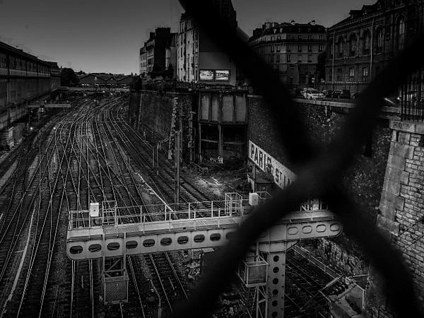 La voie ferrée de la Gare Saint-Lazare en noir et blanc - noir-et-blanc
