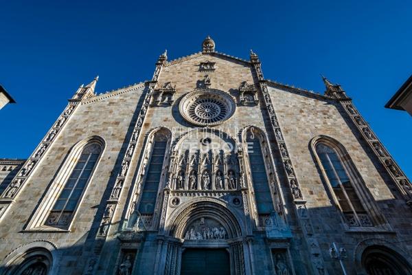 Como-Cathedral-Duomo-di-Como-dramatic-frontage-Lake-Como-Italy - Photographs of Lake Como, Italy.