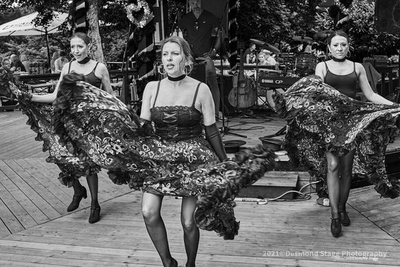 MONOCHROME Dance Troop 17 - Home - Desmond Stagg Photography