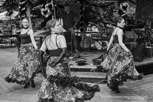 MONOCHROME Dance Troop 19 - Home - Desmond Stagg Photography