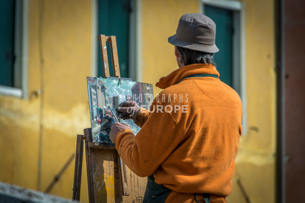 Artist-painting-Venice-scene-Grand-Canal - Photographs of Venice, Italy..