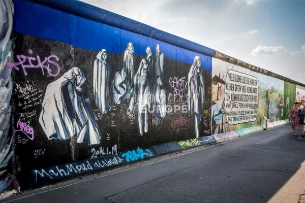 Berlin-Wall-art-Berlin-Germany-3 - Photographs of Berlin, Germany.