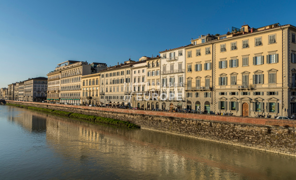 Grand-houses-River-Arno-Florence-Italy - Photographs of Florence and Pisa, Italy.