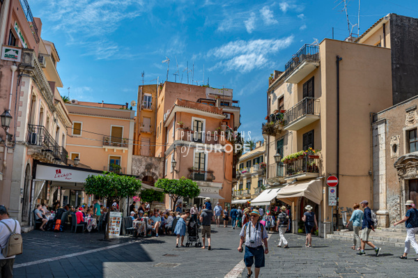 Corso-Umberto-Taormina-Sicily-Italy - Photographs of Sicily, Italy.