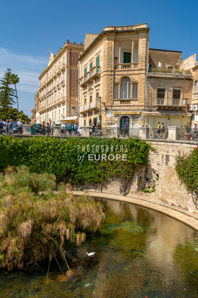 Fountain-of-Arethusa-Syracuse-Sicily-Italy - Photographs of Sicily, Italy.