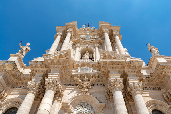 Imposing-facade-Syracuse-Cathedral-Sicily-Italy - Photographs of Sicily, Italy.