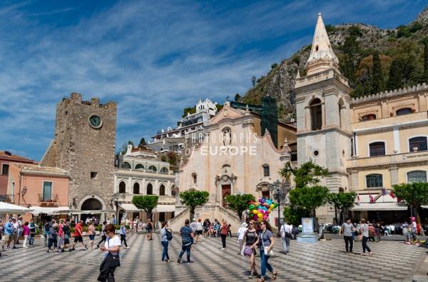 Piazza-IX-Aprile-Taormina-Sicily-Italy - Photographs of Sicily, Italy.