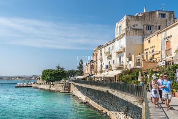 Syracuse-sea-front-walkway-Sicily-Italy - Photographs of Sicily, Italy.