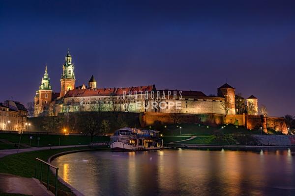 Wawel-Royal-Castle-floodlit-Krakow-Poland - Photographs of European famous places and landmark buildings..
