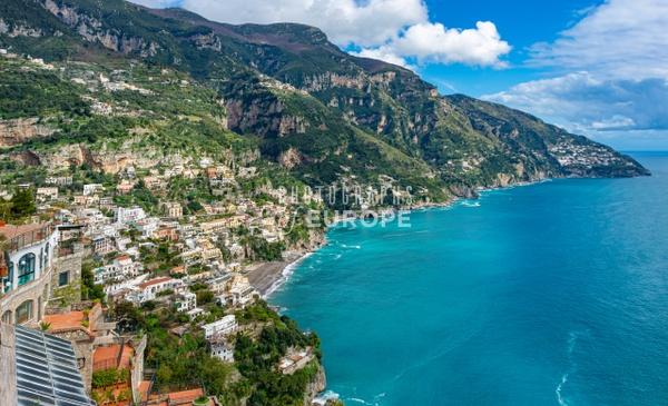 Positano-dramatic-coastline-Amalfi-Coast-Italy-1 - Photographs of the Amalfi Coast, Capri and Sorrento, Italy