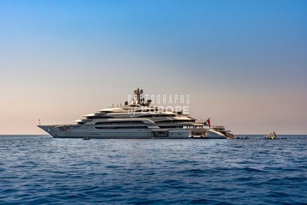 Ocean-Victory-super-yacht-Capri-Italy - Photographs of the Amalfi Coast, Capri and Sorrento, Italy