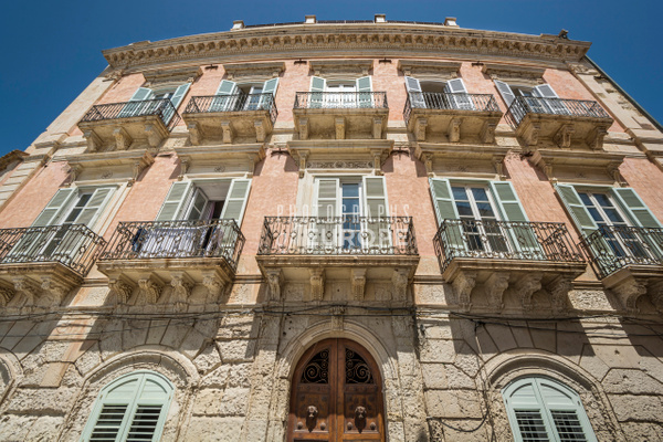 Facade-of-grand-mansion-Syracuse-Sicily-Italy - Photographs of Sicily, Italy.