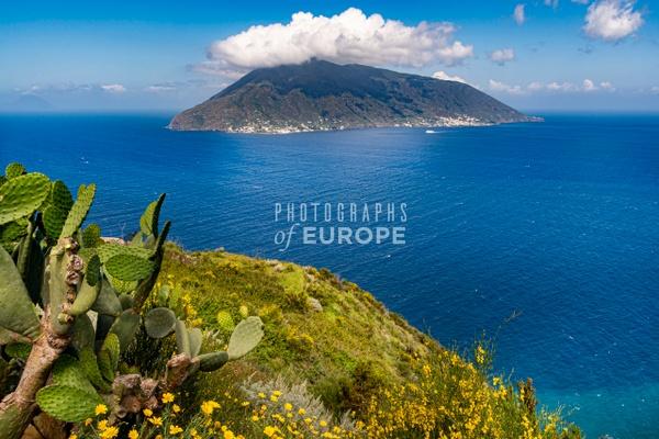 Salina-Island-Aeolian-Islands-Italy - Photographs of the Aeolian Islands, Italy