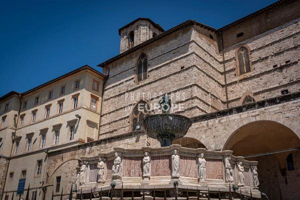 Fountain-in-Piazza-IV-Novembre-Perugia-Umbria-Italy - Photographs of Umbria, Italy