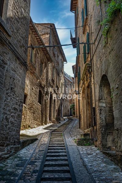Narrow-lane-Perugia-Umbria-Italy - Photographs of Umbria, Italy